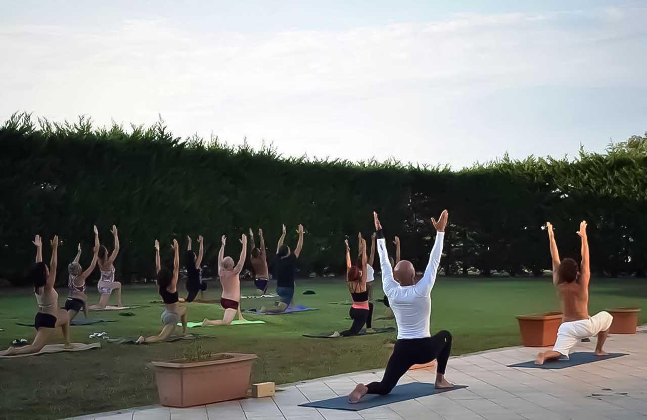 yoga studio aversa - testata quattro